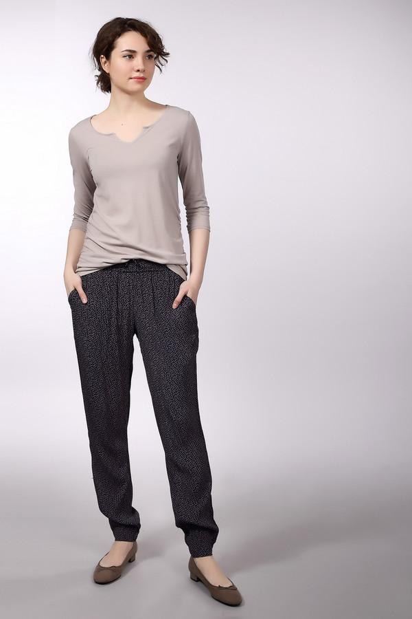 Брюки Tom TailorБрюки<br>Удобные женские брюки Tom Tailor черного и розового цветов. Это изделие было выполнено из вискозы. Данная модель предназначена для летнего сезона. Дополнена резинкой сверху с завязками на тонких шнурках. Брюки не сковывают движений. Это стильное и практичное решение для повседневного образа.<br><br>Размер RU: 40<br>Пол: Женский<br>Возраст: Взрослый<br>Материал: вискоза 100%<br>Цвет: Розовый