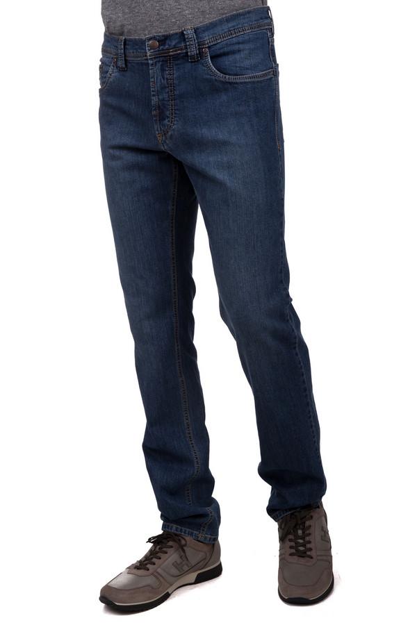 Джинсы BruhlДжинсы<br>Классические мужские джинсы от бренда Bruhl прямого кроя выполнены из синего денима. Изделие дополнено: шлевками для ремня, пятью классическими карманами и застежкой молния с пуговицей. Идеально сочетаются с футболками и джемперами.<br><br>Размер RU: 50L<br>Пол: Мужской<br>Возраст: Взрослый<br>Материал: хлопок 98%, эластан 2%<br>Цвет: Синий