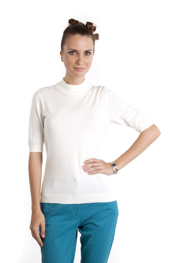 Пуловер PezzoПуловеры<br>Однотонный белый пуловер Pezzo приталенного кроя. Изделие дополнено: круглым вырезом и короткими рукавами. Ворот, манжеты и нижний кант оформлены трикотажной резинкой.<br><br>Размер RU: 52<br>Пол: Женский<br>Возраст: Взрослый<br>Материал: вискоза 46%, шерсть 19%, нейлон 35%<br>Цвет: Белый