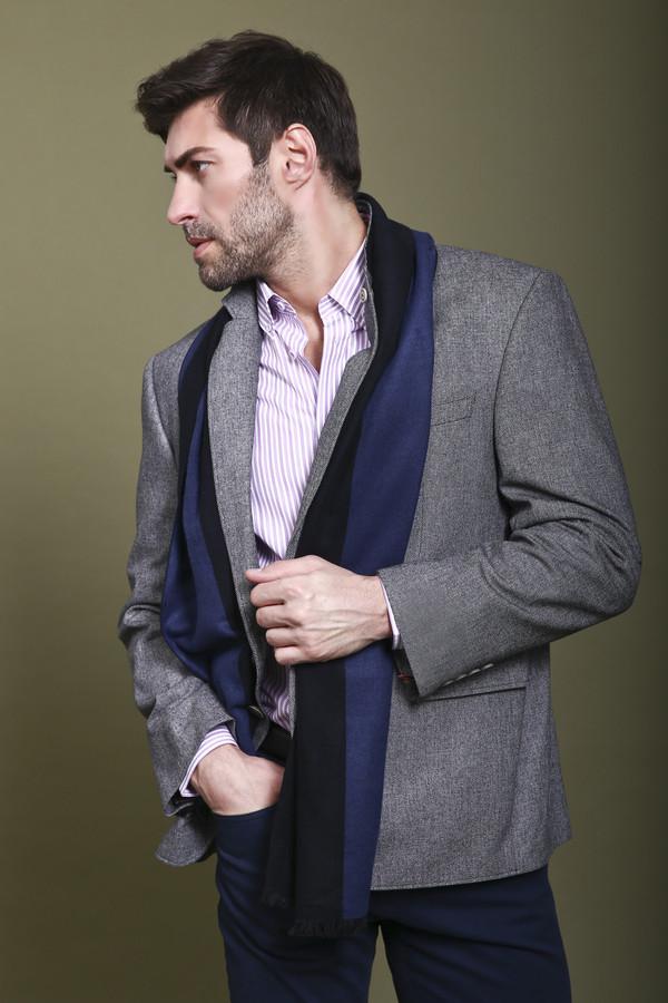 Пиджак DigelПиджаки<br>Сдержанный мужской пиджак Digel серого цвета. Это изделие было выполнено из полиамида, хлопка и эластана. Модель предназначена для демисезонного периода. Застегивается на две серые пуговицы. Изделие дополнено маленьким разрезом сзади. Пиджак является незаменимой базовой вещью в гардеробе.<br><br>Размер RU: 52К<br>Пол: Мужской<br>Возраст: Взрослый<br>Материал: полиамид 15%, вискоза 30%, шерсть 55%<br>Цвет: Серый