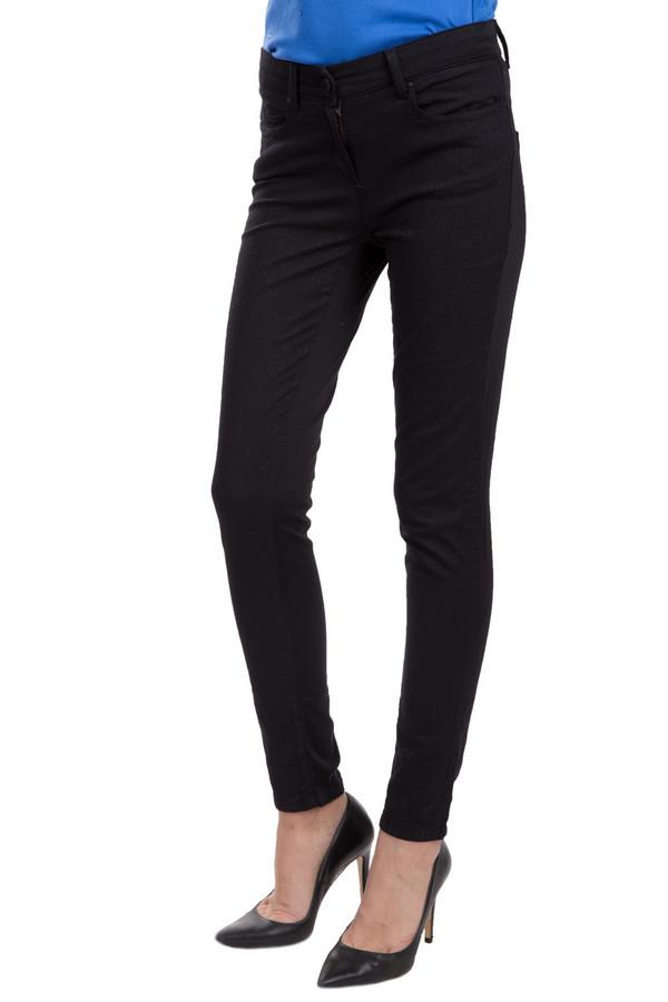 Брюки PassportБрюки<br>Облегающие женские брюки Passport черного цвета. Изделие было изготовлено из хлопка и эластана. Такую модель является круглогодичной. Дополнена боковыми и задними карманами, шлевками для ремня, застежкой. Сочетаются с одеждой разных цветов, стилей и фактур. Брюки будут базой для повседневного образа.<br><br>Размер RU: 44<br>Пол: Женский<br>Возраст: Взрослый<br>Материал: эластан 7%, хлопок 93%<br>Цвет: Чёрный