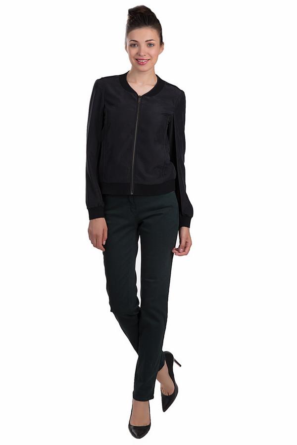 Классические джинсы SteilmannКлассические джинсы<br>Темно-зеленые классические прямые джинсы от бренда Steilmann выполнены из плотного хлопкового материала с незначительным добавлением эластана и полиэстера. Изделие дополнено с шлевками для ремня и пятью стандартными карманами. Центральная часть застегивается на молнию и фиксируется на пуговицу.<br><br>Размер RU: 40<br>Пол: Женский<br>Возраст: Взрослый<br>Материал: эластан 2%, хлопок 92%, полиэстер 6%<br>Цвет: Зелёный