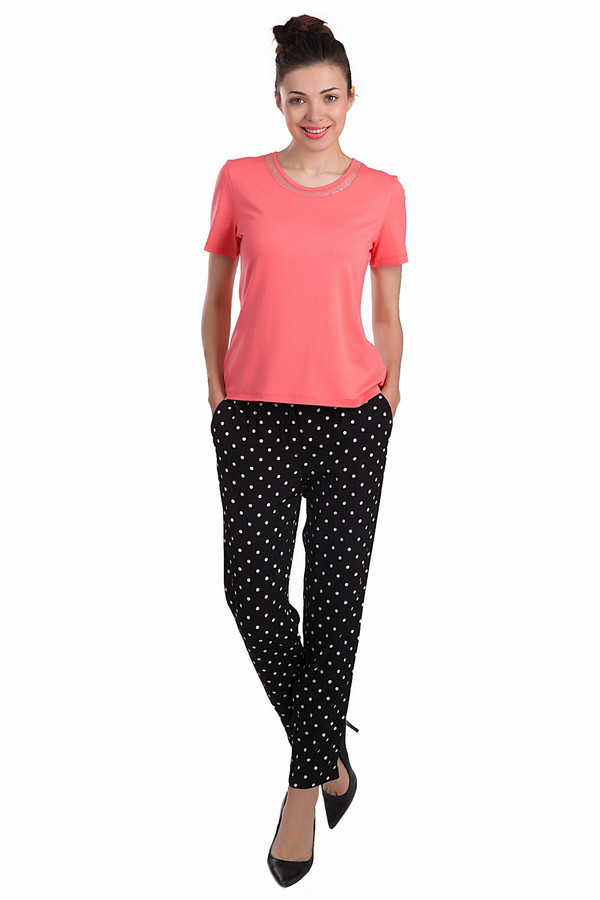 Брюки ApanageБрюки<br>Удобные женские брюки Apanage в черно-белый горошек. Данное изделие было выполнено из вискозы. Модель предназначена для того, чтобы носить летом. Эти брюки свободного кроя. В них достаточно удобно проводить активные летние дни. А благодаря их окраске, брюки можно сочетать с разной одеждой.<br><br>Размер RU: 46<br>Пол: Женский<br>Возраст: Взрослый<br>Материал: вискоза 100%<br>Цвет: Белый