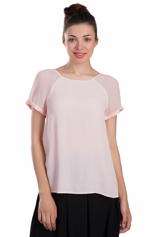 Блузa s.OliverБлузы<br>Легкая женская блуза s.Oliver светло-розового цвета. Это изделие было выполнено из вискозы. Данная модель предназначена для летнего сезона. Дополнена на спине маленькими пуговками в тон. Рукава у блузы короткие. Изделие свободного кроя. Смотрится выигрышно, как с юбками, так и с брюками или шортами. Хорошо подойдет для романтического образа.<br><br>Размер RU: 40<br>Пол: Женский<br>Возраст: Взрослый<br>Материал: вискоза 100%<br>Цвет: Розовый