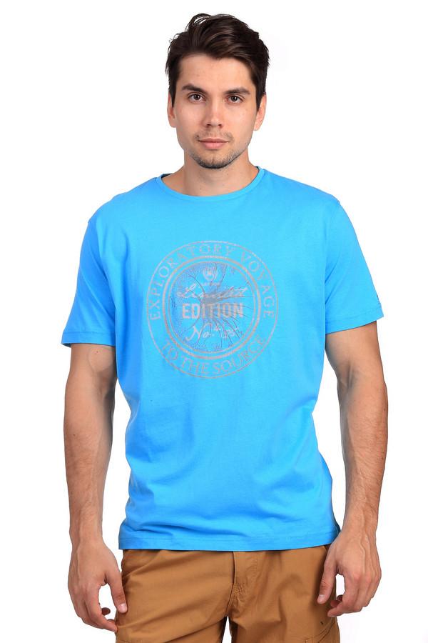 Футболкa LerrosФутболки<br>Стильная ярко-голубая футболка от бренда Lerros прямого кроя выполнена из дышащего хлопка приятного к телу. Изделие дополнено круглым вырезом ворота и короткими руками до середины плеча. Фронтальная зона декорирована принтом контрастного цвета с надписями. Футболка идеальный вариант для летнего сезона, гармонично смотреться как с   шортами  , так и с   джинсами  .<br><br>Размер RU: 44-46<br>Пол: Мужской<br>Возраст: Взрослый<br>Материал: хлопок 100%<br>Цвет: Серый