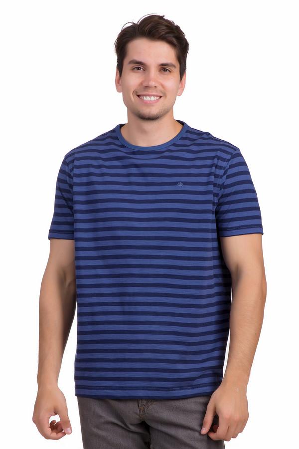 Футболкa LerrosФутболки<br>Мужская футболка от бренда Lerros выполнена в классическом прямом крое из натурального хлопкового материала приятного к телу. Изделие дополнено круглым вырезом и короткими рукавами. Футболка представлена в синем цвете с темно-синими горизонтальными полосками. На груди расположена вышевка с символикой бренда.<br><br>Размер RU: 46-48<br>Пол: Мужской<br>Возраст: Взрослый<br>Материал: хлопок 100%<br>Цвет: Синий
