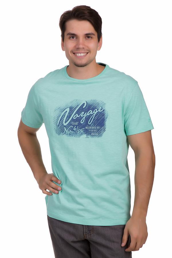 Футболкa LerrosФутболки<br>Мужская футболка от бренда Lerros представлена в ярком цвете морской волны. Модель прямого кроя выполнена из натурального дышащего хлопка. Изделие дополнено круглым вырезом и короткими рукавами. Фронтальная часть украшена принтом синего цвета с надписью Voyage.<br><br>Размер RU: 44-46<br>Пол: Мужской<br>Возраст: Взрослый<br>Материал: хлопок 100%<br>Цвет: Синий