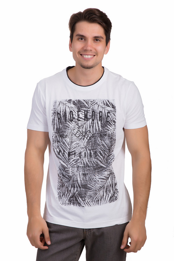 Футболкa s.OliverФутболки<br>Оригинальная белая футболка для мужчин от немецкого бренда s.Oliver представлена в классическом крое из приятного к телу хлопкового материала. Изделие дополнено круглым воротом с контрастной оторочкой и короткими рукавами до середины плеча. Фронтальная часть оформлена тропическим рисунком черного цвета и надписями.<br><br>Размер RU: 44-46<br>Пол: Мужской<br>Возраст: Взрослый<br>Материал: хлопок 100%<br>Цвет: Разноцветный