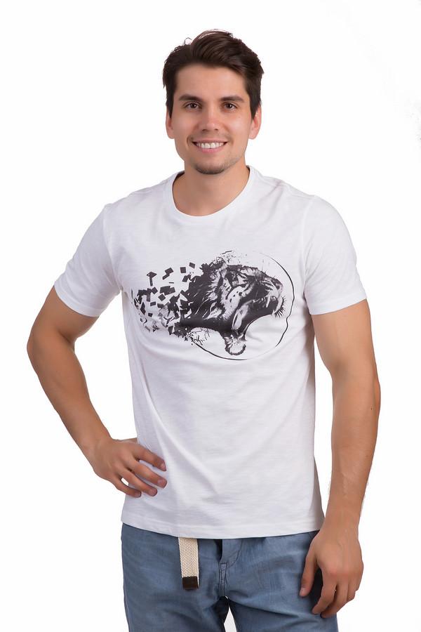 Футболкa s.OliverФутболки<br>Стильная футболка от немецкого бренда s.Oliver выполнена из 100% хлопка и представлена в белом цвете. Модель классического кроя. Изделие дополнено круглым вырезом и короткими рукавами. Фронтальная часть футболки декорирована черно-белым хищным принтом.<br><br>Размер RU: 44-46<br>Пол: Мужской<br>Возраст: Взрослый<br>Материал: хлопок 100%<br>Цвет: Разноцветный