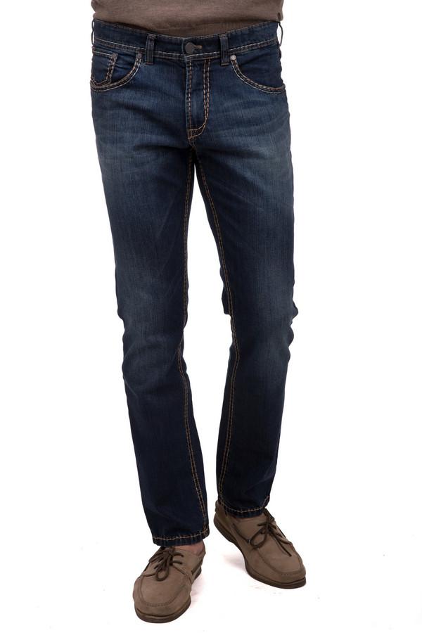 Джинсы GardeurДжинсы<br>Классические мужские джинсы от брендаGardeur темного синего цвета. Это изделие было выполнено из хлопка и эластана. Данную модель можно носить круглый год. Джинсы низкой посадки. Дополнены шлевками для ремня, карманами, застежкой. Хороший вариант для любого образа. Сочетается с одеждой разных цветов и стилей.<br><br>Размер RU: 56(L32)<br>Пол: Мужской<br>Возраст: Взрослый<br>Материал: хлопок 98%, эластан 2%<br>Цвет: Синий