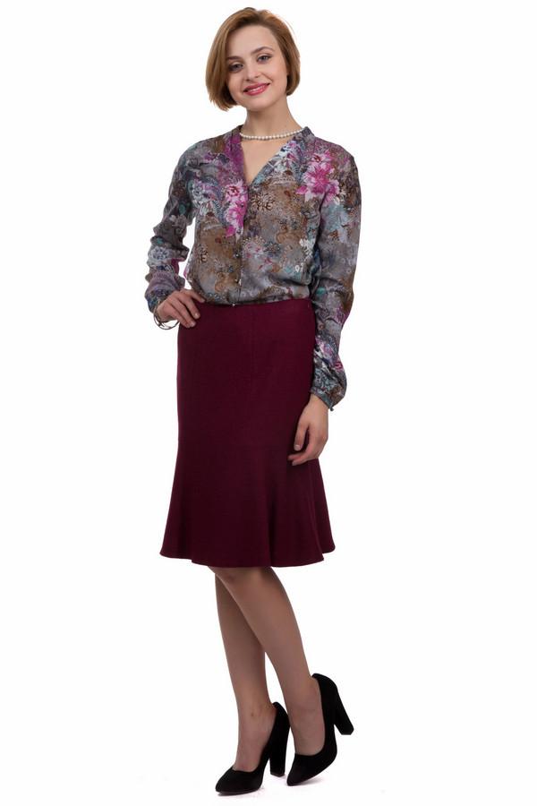Юбка SteilmannЮбки<br>Классическая юбка от бренда Steilmann бордового цвета. Данная модель была сделана из полиэстера, шерсти и вискозы. Это изделие предназначено для демисезонного периода. Юбка средней длинны. Расклешенная к низу. Благодаря своему цвету, создает оригинальный и яркий акцент. Отличный вариант для повседневного образа.<br><br>Размер RU: 42<br>Пол: Женский<br>Возраст: Взрослый<br>Материал: полиэстер 50%, шерсть 26%, вискоза 24%<br>Цвет: Бордовый