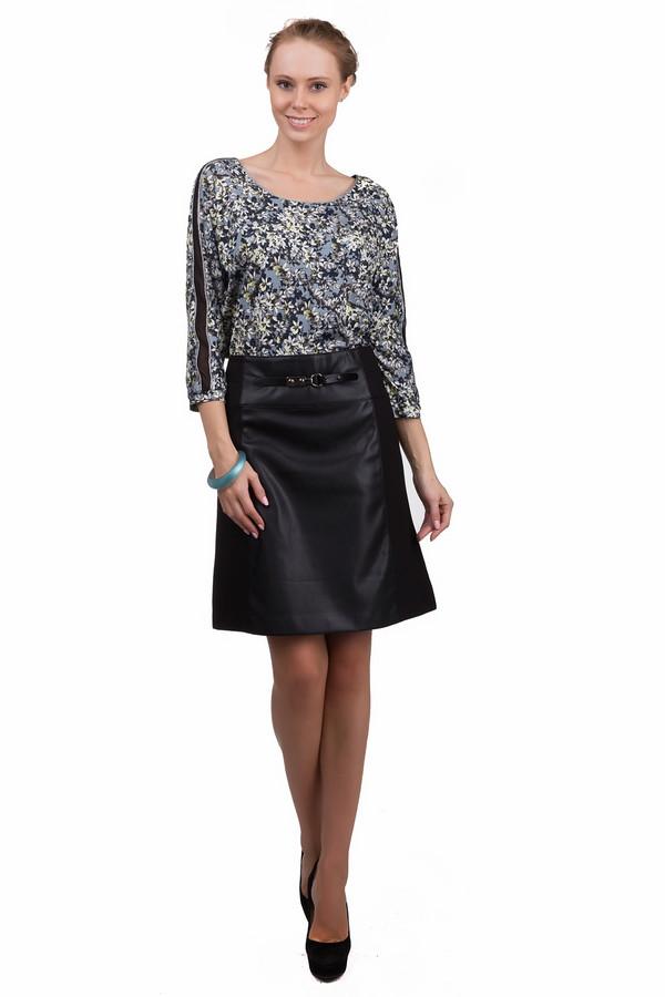 Юбка ApanageЮбки<br>Классическая женская юбка Apanage черного цвета. Это изделие было выполнено из полиэстера и полиуретана. Данная модель предназначена для демисезонного периода. Юбка средней длины. Расклешенная к низу. Дополнена застежкой на молнии, резинкой и маленьким ремешком. Подойдет для разных мероприятий.<br><br>Размер RU: 48<br>Пол: Женский<br>Возраст: Взрослый<br>Материал: полиэстер 52%, полиуретан 48%<br>Цвет: Чёрный