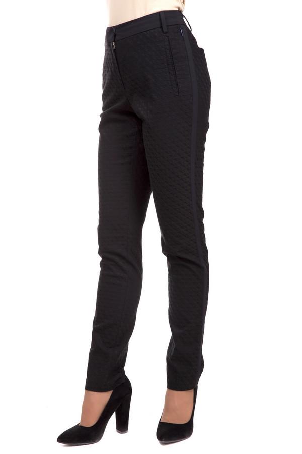 Брюки GardeurБрюки<br>Строгие женские брюки от бренда Gardeur черного цвета. Эта модель была сделана из эластана, вискозы и хлопка. Изделие предназначено для демисезонного периода. Дополнен аккуратной застежкой на молнии и пуговице, шлевками для ремня, боковыми и задними карманами. Отличный вариант для работы. Хорошо смотрится с рубашками и блузками.<br><br>Размер RU: 42<br>Пол: Женский<br>Возраст: Взрослый<br>Материал: эластан 3%, вискоза 46%, хлопок 51%<br>Цвет: Чёрный