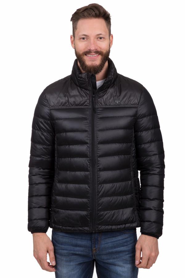 Куртка Tom TailorКуртки<br>Мужская куртка Tom Tailor прямого кроя черного цвета. Изделие дополнено воротником-стойкой и двумя боковыми карманами застежка-кнопка. Центральная часть застегивается на молнию с внутренним ветрозащитным клапаном. Манжеты и нижний кант оформлены материалом с резинкой в цвет изделия. В комплект входит чехол, что позволяет компактно хранить изделие. Модель выполнена из высококачественного материала приятного на ощупь.  Подкладка 100% полиамид.   Утеплитель 100% полиэстер.<br><br>Размер RU: 46-48<br>Пол: Мужской<br>Возраст: Взрослый<br>Материал: полиамид 100%<br>Цвет: Чёрный