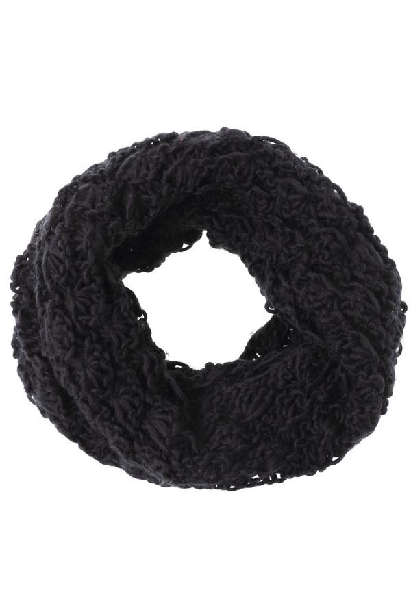 Шарф WegenerШарфы<br>Практичный женский шарф-хомут Wegener черного цвета. Это изделие было выполнено из полиамида. Данная модель предназначена для зимнего сезона. Аксессуар выполнен крупной грубой вязкой. Сочетается с одеждой разных стилей. Можно носить с яркими перчатками или головным убором. По желанию можно использовать как накидку на голову.<br><br>Размер RU: один размер<br>Пол: Женский<br>Возраст: Взрослый<br>Материал: полиамид 100%<br>Цвет: Чёрный
