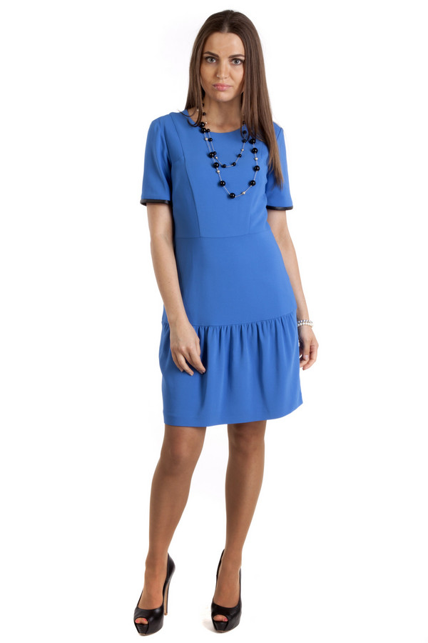 Платье PinkoПлатья<br>Платье Pinko глубокого голубого цвета. Платье очень оригинально скроено, поэтому в нем вы будете выделяться из толпы, хотя оно и не слишком нарядное, а потому подойдет для разных поводов. Оно застегивается га молнию на спине, имеет классическое ювелирное горло и мелкие оборки на юбке. Кроме того, благодаря необычному покрою, платье удачно подчеркнет вашу талию и бедра.<br><br>Размер RU: 42<br>Пол: Женский<br>Возраст: Взрослый<br>Материал: эластан 4%, вискоза 69%, модал 27%<br>Цвет: Синий