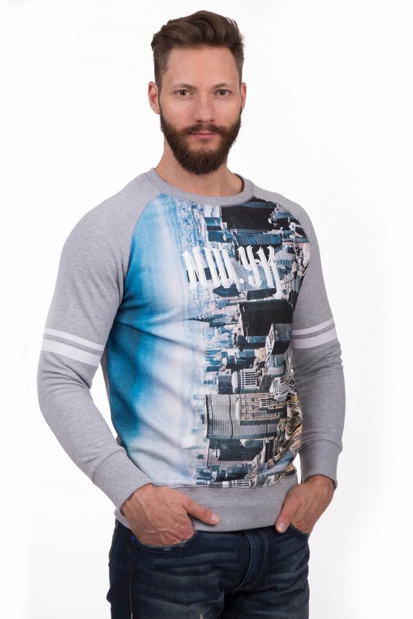 Джемпер Eleven ParisДжемперы<br>Модный мужской пуловер от бренда Eleven Paris серого, чёрного, белого, голубого и синего цветов. Это изделие было выполнено из хлопка и полиэстера. Данная модель предназначена для демисезонного периода. Дополнена цветным изображением Нью-Йорка на сером фоне. Пуловер сидит по фигуре. Отличный вариант для повседневного образа.<br><br>Размер RU: 50-52<br>Пол: Мужской<br>Возраст: Взрослый<br>Материал: хлопок 60%, полиэстер 40%<br>Цвет: Разноцветный