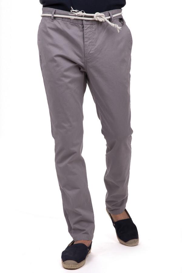 Брюки Eleven ParisБрюки<br>Стильные мужские брюки от бренда Eleven Paris серого цвета. Это изделие было выполнено из натурального хлопка. Данная модель предназначена для летней теплой погоды. Дополнены шлевками для ремня, карманами, застежкой, бежевым шнурком вместо ремня. Брюки низкой посадки. Отличный вариант для легкого летнего образа.<br><br>Размер RU: 48<br>Пол: Мужской<br>Возраст: Взрослый<br>Материал: хлопок 100%<br>Цвет: Серый