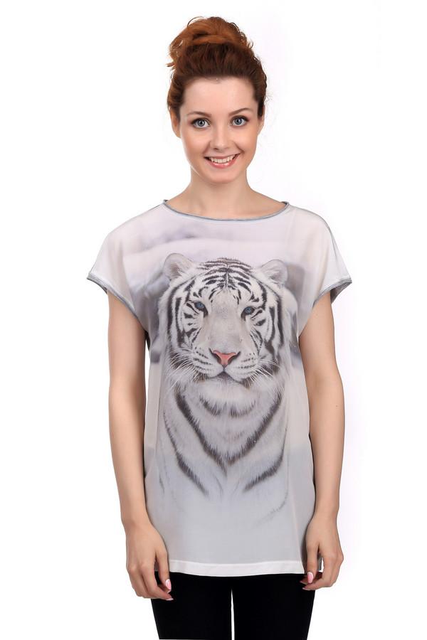 Футболка Marc CainФутболки<br>Модная женская футболка Marc Cain чёрного и белого цветов. Эта модель была сделана из шелка. Данное изделие предназначено для теплой летней погоды. Оно дополнено изображением тигра в черном и белом цветах. Спинка выполнена в сером цвете. Футболка очень хорошо смотрится с узкими штанами и лосинами.<br><br>Размер RU: 46<br>Пол: Женский<br>Возраст: Взрослый<br>Материал: шелк 100%<br>Цвет: Чёрный