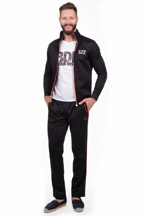 Спортивные брюки EA7Спортивные брюки<br>Спортивные мужские брюки EA7 черного и оранжевого цветов. Это изделие было изготовлено из полиэстера. Данная модель предназначена для демисезонного периода. Брюки свободного кроя. Дополнены оранжевыми полосами, боковыми карманами и нашивкой с логотипом бренда. Лучше всего сочетается с одеждой спортивного стиля или минималистичными футболками.<br><br>Размер RU: 56<br>Пол: Мужской<br>Возраст: Взрослый<br>Материал: полиэстер 100%<br>Цвет: Оранжевый