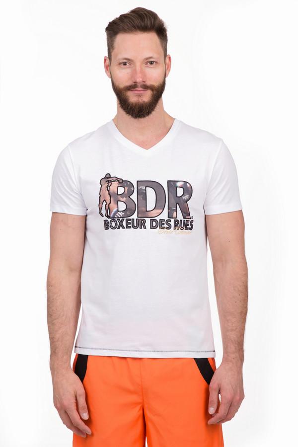 Футболкa Boxeur Des RuesФутболки<br>Практичная мужская футболка Boxeur Des Rues белого, чёрного, бежевого и коричневого цветов. Это изделие было выполнено из хлопка и полиэстера. Данная модель является демисезонной. Дополнена крупной надписью с логотипом бренда. Такая вещь отлично подойдет для занятий спортом и вечерних прогулок.<br><br>Размер RU: 48<br>Пол: Мужской<br>Возраст: Взрослый<br>Материал: хлопок 50%, полиэстер 50%<br>Цвет: Разноцветный