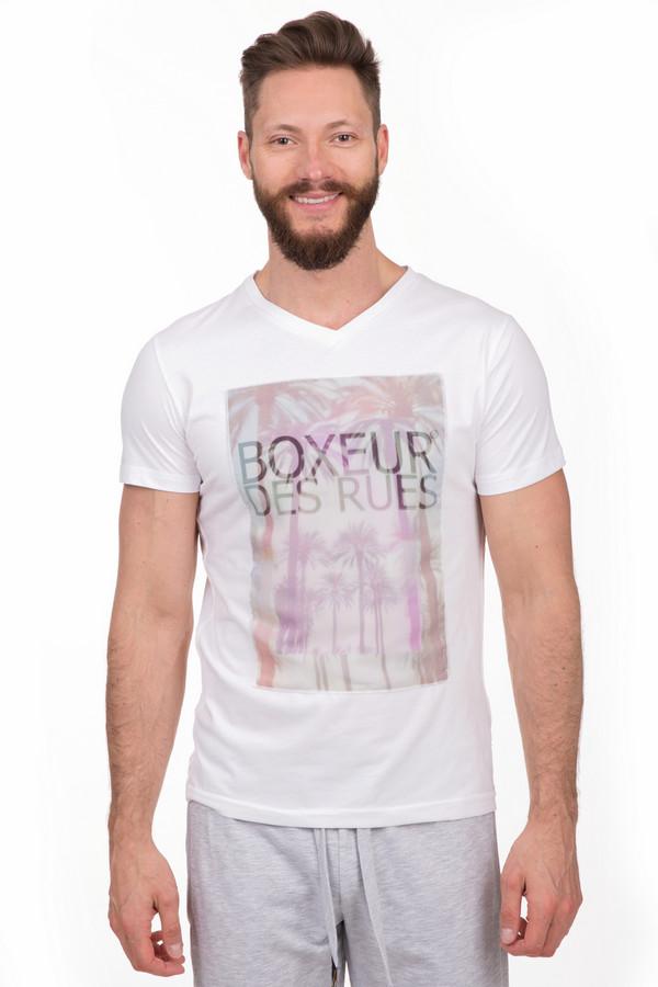 Футболкa Boxeur Des RuesФутболки<br>Мужская белая футболка Boxeur Des Rues белого цвта. Это изделие было выполнено из хлопка и полиэстера. Данная модель предназначена для теплого времени года. Футболка сидит по фигуре. Дополнена интересным летним принтом с символикой бренда.<br><br>Размер RU: 50-52<br>Пол: Мужской<br>Возраст: Взрослый<br>Материал: хлопок 50%, полиэстер 50%<br>Цвет: Разноцветный