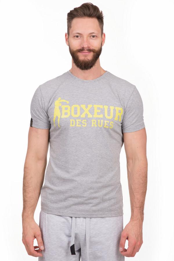 Футболкa Boxeur Des RuesФутболки<br>Яркая мужская футболка Boxeur Des Rues серого цвета. Это изделие было выполнено из эластана и хлопка. Данная модель является летней. Футболка свободная. Дополнена крупной надписью названия бренда, сделанной в ярко-желтом цвете на сером фоне. Яркий, практичный и стильный вариант для тренировок.<br><br>Размер RU: 50-52<br>Пол: Мужской<br>Возраст: Взрослый<br>Материал: эластан 5%, хлопок 95%<br>Цвет: Жёлтый