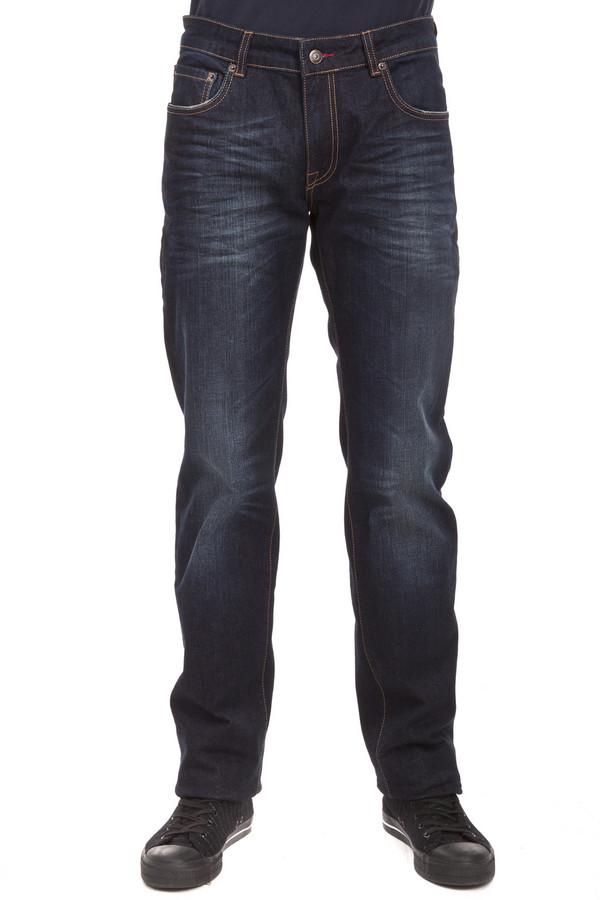 Модные джинсы LocustМодные джинсы<br>Темно-синие джинсы бренда Locust прямого фасона выполнены из хлопкового демина с добавлением эластана. Изделие дополнено: шлевками для ремня и пятью стандартными карманами. Центральная часть изделия застегивается на молнию и пуговицу. Джинсы декорированы складками и потёртостями.<br><br>Размер RU: 52(L34)<br>Пол: Мужской<br>Возраст: Взрослый<br>Материал: хлопок 98%, эластан 1%<br>Цвет: Чёрный