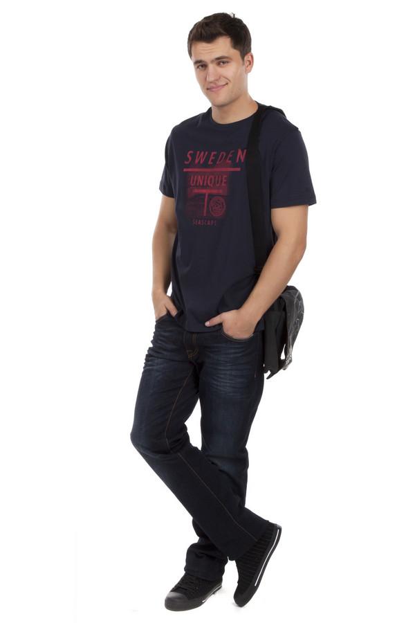 Модные джинсы LocustМодные джинсы<br>Темно-синие джинсы бренда Locust прямого фасона выполнены из хлопкового демина с добавлением эластана. Изделие дополнено: шлевками для ремня и пятью стандартными карманами. Центральная часть изделия застегивается на молнию и пуговицу. Джинсы декорированы складками и потёртостями.<br><br>Размер RU: 48(L34)<br>Пол: Мужской<br>Возраст: Взрослый<br>Материал: хлопок 98%, эластан 1%<br>Цвет: Чёрный
