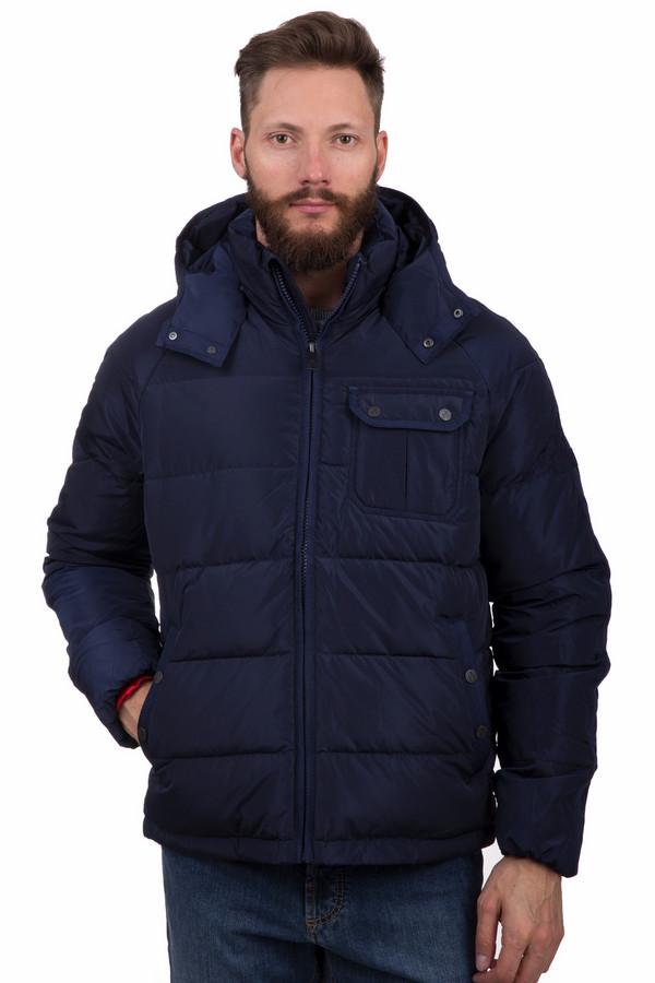 Куртка Just ValeriКуртки<br>Стильная мужская куртка Just Valeri темно-синего цвета. Это изделие было выполнено из полиэстера. Данная модель предназначена для зимнего периода. Куртка средней длины. Дополнена карманами по бокам и на груди и капюшоном. Лучше всего сочетается с одеждой спортивного стиля. Такое изделие является незаменимой вещью в гардеробе.<br><br>Размер RU: 52<br>Пол: Мужской<br>Возраст: Взрослый<br>Материал: полиэстер 100%<br>Цвет: Синий