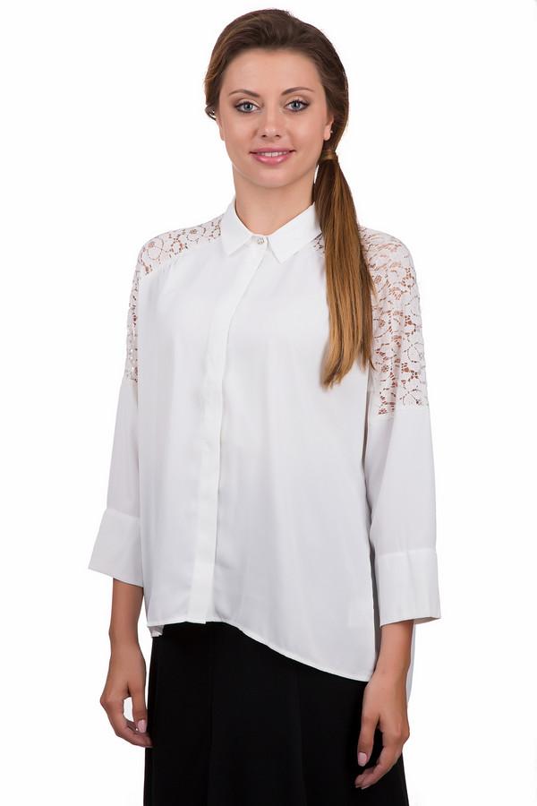 Блузa PezzoБлузы<br>Утонченная женская блуза Pezzo белого цвета. Это изделие было выполнено из полиэстера. Данная модель является демисезонной. Блуза свободного кроя и с укороченными рукавами. Дополнена кружевными вставками на плечах и маленькой серебристой брошкой. Спинка изделия длиннее передней части. Можно заправлять в юбку или брюки для подчеркивания талии.<br><br>Размер RU: 42<br>Пол: Женский<br>Возраст: Взрослый<br>Материал: полиэстер 100%<br>Цвет: Белый