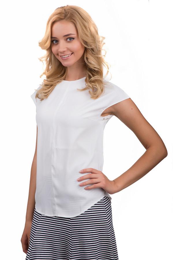 Блузa PezzoБлузы<br>Практичная женская блуза Pezzo белого цвета. Это изделие было выполнено из полиэстера. Данная модель предназначена для летней теплой погоды. Блуза свободного кроя и с короткими рукавами. Дополнена кружевными вставками. Можно носить навыпуск и в заправленном варианте. Сочетается как с брюками, так и юбками.<br><br>Размер RU: 46<br>Пол: Женский<br>Возраст: Взрослый<br>Материал: полиэстер 100%<br>Цвет: Белый