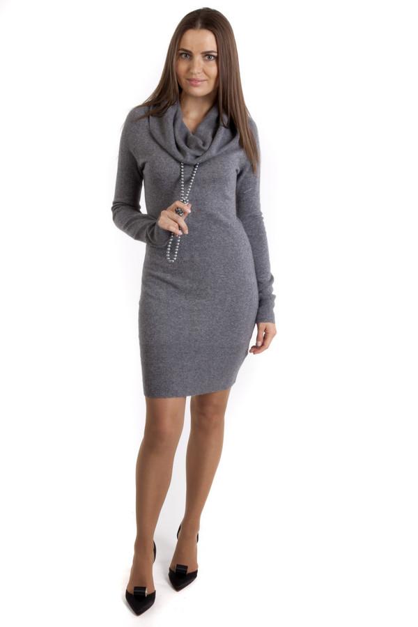 Платье Sai-KuПлатья<br>Женское платье от бренда Sai-Ku. Это теплое платье из смеси кашемира, вискозы, хлопка, полиамида и ангоры. Платье плотно сидит по фигуре и дополнено длинным рукавом и свободным объёмным воротником-резинкой, который также можно приспустить на плечи. Данная модель представлена в сером цвете. Длина платья до колена.<br><br>Размер RU: 48-50<br>Пол: Женский<br>Возраст: Взрослый<br>Материал: вискоза 40%, хлопок 10%, кашемир 7%, полиамид 36%, ангора 7%<br>Цвет: Серый