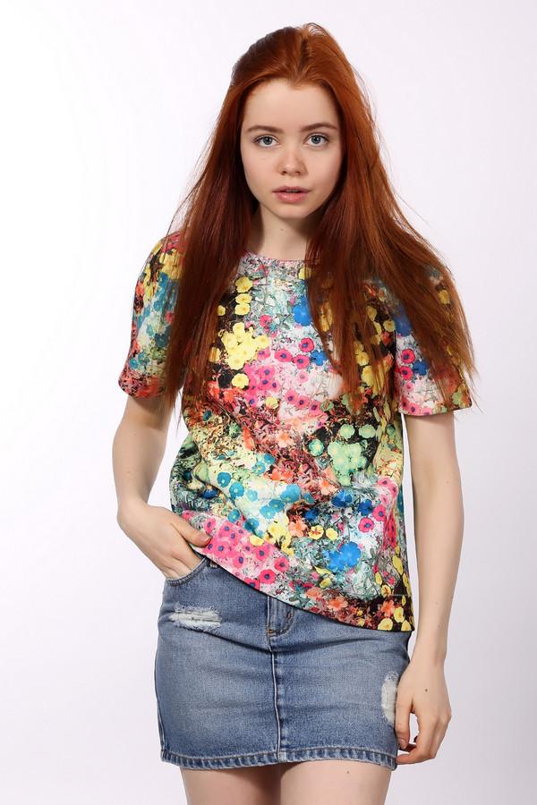 Блузa EssentielБлузы<br>Яркая женская блуза Essentiel красного, розового, оранжевого, жёлтого, зелёного, голубого, синего, чёрного и белого цветов. Это изделие было выполнено из эластана и полиэстера. Данная модель предназначена для летнего сезона. Дополнена красочным цветочным рисунком. У изделия короткие рукава. Блуза свободного кроя. Хорошо смотрится с яркими юбками.<br><br>Размер RU: 40<br>Пол: Женский<br>Возраст: Взрослый<br>Материал: эластан 5%, полиэстер 95%<br>Цвет: Разноцветный