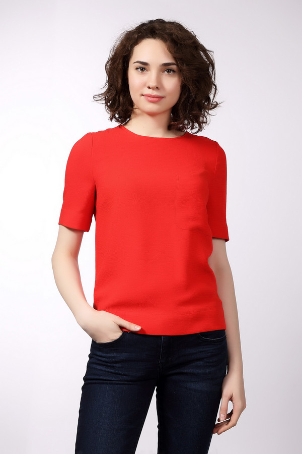 Блузa EssentielБлузы<br>Стильная женская блуза Essentiel красного и черного цветов. Эта модель была сделана из полиэстера. Она предназначена для летней погоды. Изделие сзади дополнено черной застежкой на молнии и спереди карманом на груди. Блуза свободного кроя. Рукава у нее короткие. Такая вещь будет сочным и ярким акцентом в любом образе.<br><br>Размер RU: 48<br>Пол: Женский<br>Возраст: Взрослый<br>Материал: полиэстер 100%<br>Цвет: Чёрный