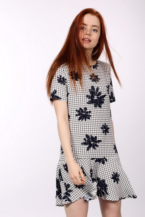 Короткое платье EssentielКороткие платья<br>Короткое платье Essentiel черного и белого цветов. Эта модель была делана из полиэстера. Данное изделие предназначено для летнего сезона. Дополнено черными цветами на клетчатом фоне. Рукава укороченные. Подойдет для разных мероприятий. Можно носить каждый день дополняя различными жакетами.<br><br>Размер RU: 46<br>Пол: Женский<br>Возраст: Взрослый<br>Материал: полиэстер 100%<br>Цвет: Чёрный