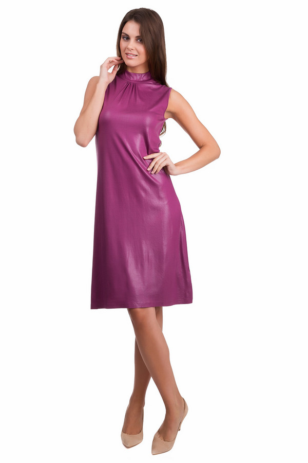 Платье PezzoПлатья<br>Оригинальное женское платье Pezzo сиреневого цвета. Это изделие было изготовлено из вискозы и спандекса. Данная модель предназначена для летнего сезона. Платье средней длины, без рукавов, с воротником-стойка. Дополнено на спине маленьким вырезом с застежкой на пуговицы.<br><br>Размер RU: 42<br>Пол: Женский<br>Возраст: Взрослый<br>Материал: вискоза 95%, спандекс 5%<br>Цвет: Сиреневый