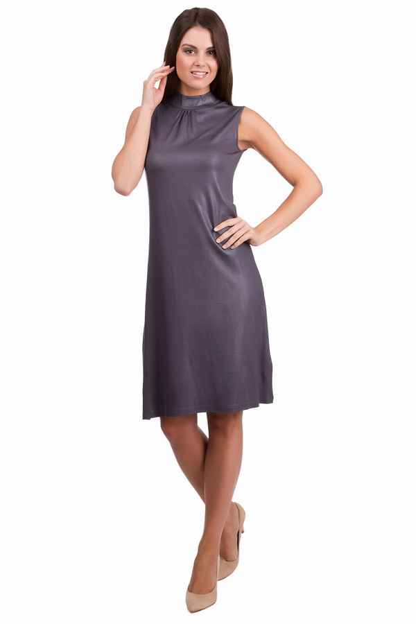 Платье PezzoПлатья<br>Оригинальное женское платье Pezzo темно-серого цвета. Это изделие было изготовлено из вискозы и спандекса. Данная модель предназначена для летнего сезона. Платье средней длины, без рукавов, с воротником-стойка. Дополнено на спине маленьким вырезом с застежкой на пуговицы.<br><br>Размер RU: 42<br>Пол: Женский<br>Возраст: Взрослый<br>Материал: вискоза 95%, спандекс 5%<br>Цвет: Серый