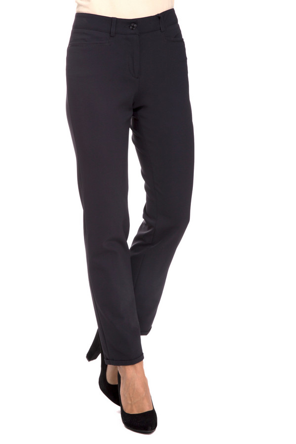 Брюки CambioБрюки<br>Классические женские брюки Cambio черного цвета. Это изделие было выполнено из эластана и полиамида. Модель предназначена для демисезонного периода. Брюки средней посадки. Сидят по фигуре. Дополнены застежкой на пуговицу, молнию и шлевками. Отлично подойдут для похода на работу. Можно сочетать с блузами, джемперами и однотонными топами.<br><br>Размер RU: 40<br>Пол: Женский<br>Возраст: Взрослый<br>Материал: эластан 8%, полиамид 92%<br>Цвет: Чёрный