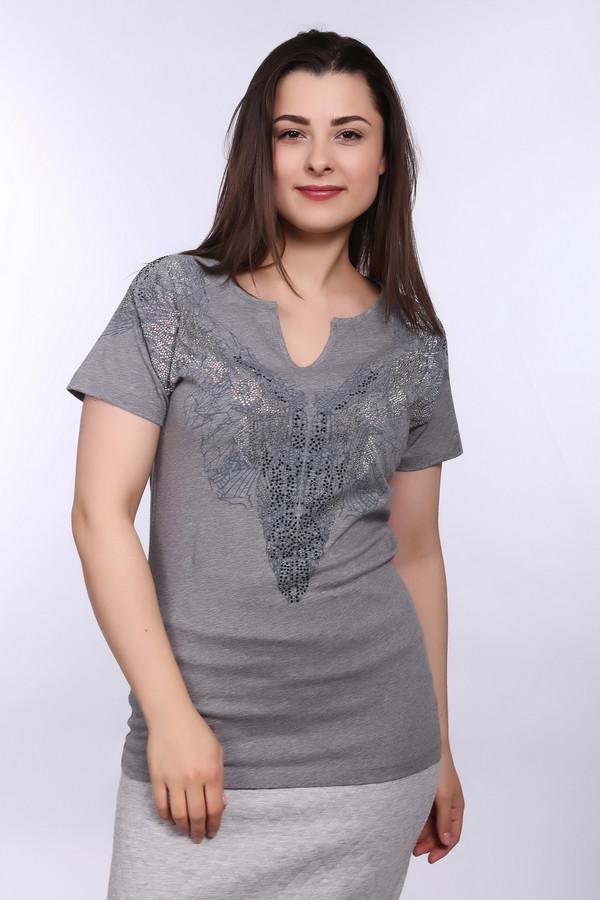 Футболка Betty BarclayФутболки<br>Оригинальная женская футболка от бренда от бренда Betty Barclay серого цвета с черными, серебристыми и голубыми деталями. Это изделие было выполнено из натурального хлопка. Данная модель предназначена для летнего сезона. Футболка дополнена интересным рисунком и серебристыми камнями на вороте. Можно носить навыпуск и в заправленном виде.<br><br>Размер RU: 48<br>Пол: Женский<br>Возраст: Взрослый<br>Материал: хлопок 100%<br>Цвет: Разноцветный