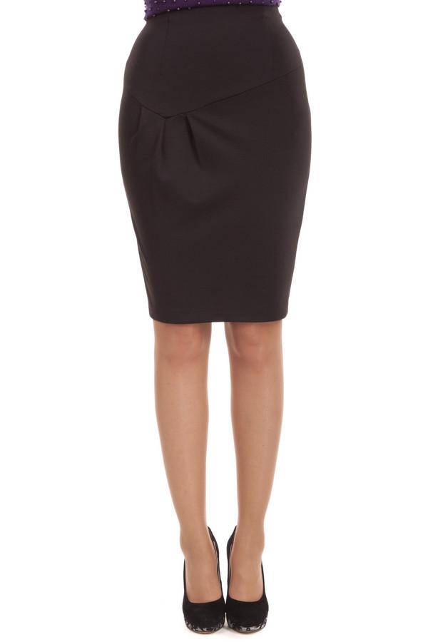 Юбка Sai-KuЮбки<br>Черная облегающая юбка Sai-Ku выполнена из эластичного материала. Изделие дополнено: скрытой застежкой-молния и шлицем. Невероятно женственная юбка идеально будет смотреться с  блузами .<br><br>Размер RU: 42<br>Пол: Женский<br>Возраст: Взрослый<br>Материал: эластан 3%, вискоза 15%, полиэстер 82%<br>Цвет: Чёрный