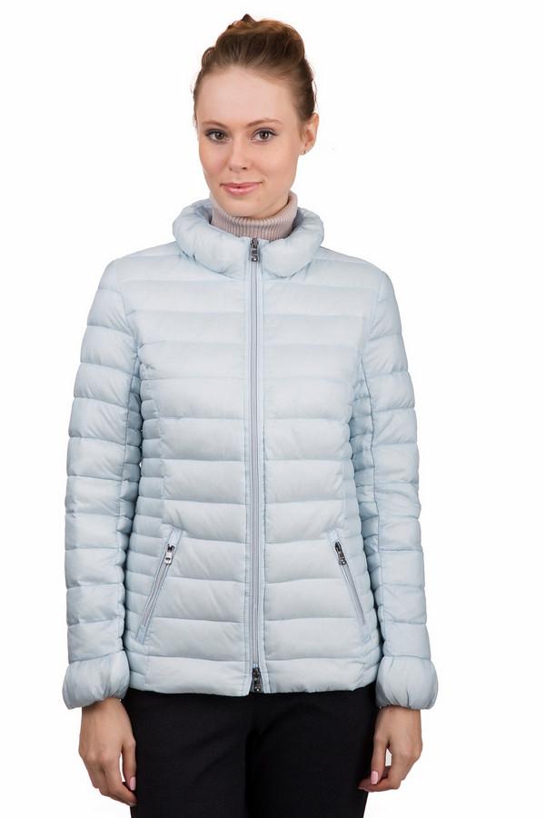 Куртка Just ValeriКуртки<br>Оригинальная женская куртка Just Valeri светлого голубого цвета. Это изделие было изготовлено из нейлона. Данная модель предназначена для демисезонного периода. Куртка короткая. Дополнена боковыми карманами и бантиком на спине. У изделия объемный ворот. Застегивается на молнию. Отлично разбавит повседневный образ.<br><br>Размер RU: 46<br>Пол: Женский<br>Возраст: Взрослый<br>Материал: нейлон 100%<br>Цвет: Голубой