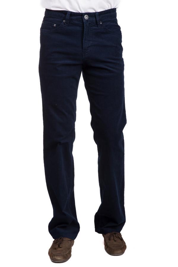 Брюки PezzoБрюки<br>Стильные мужские брюки от бренда Pezzo синего цвета. Эта модель была сделана из эластана и хлопка. Данное изделие является демисезонным. Брюки не облегают фигуру. Такая фигура дополнит простой повседневный образ. Лучше всего смотрится с белой одеждой без лишних деталей. Носить можно с одеждой любого стиля.<br><br>Размер RU: 52К<br>Пол: Мужской<br>Возраст: Взрослый<br>Материал: эластан 1%, хлопок 99%<br>Цвет: Синий
