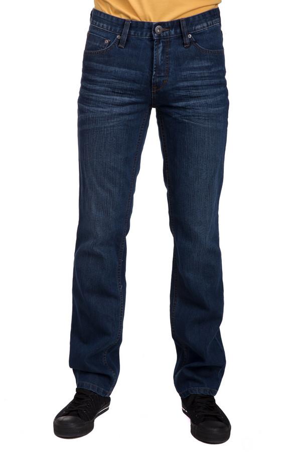 Джинсы PezzoДжинсы<br>Стильные мужские джинсы от бренда Pezzo синего цвета. Это изделие было изготовлено из полиэстера и хлопка. Модель можно носить круглый год. Штаны средней посадки. Сидят по фигуре. Отличный вариант для тех кому по душе простота в стиле. Можно носить с одеждой разных стилей и расцветок. Такая вещь является базой для стильного повседневного образа.<br><br>Размер RU: 50<br>Пол: Мужской<br>Возраст: Взрослый<br>Материал: полиэстер 30%, хлопок 70%<br>Цвет: Синий