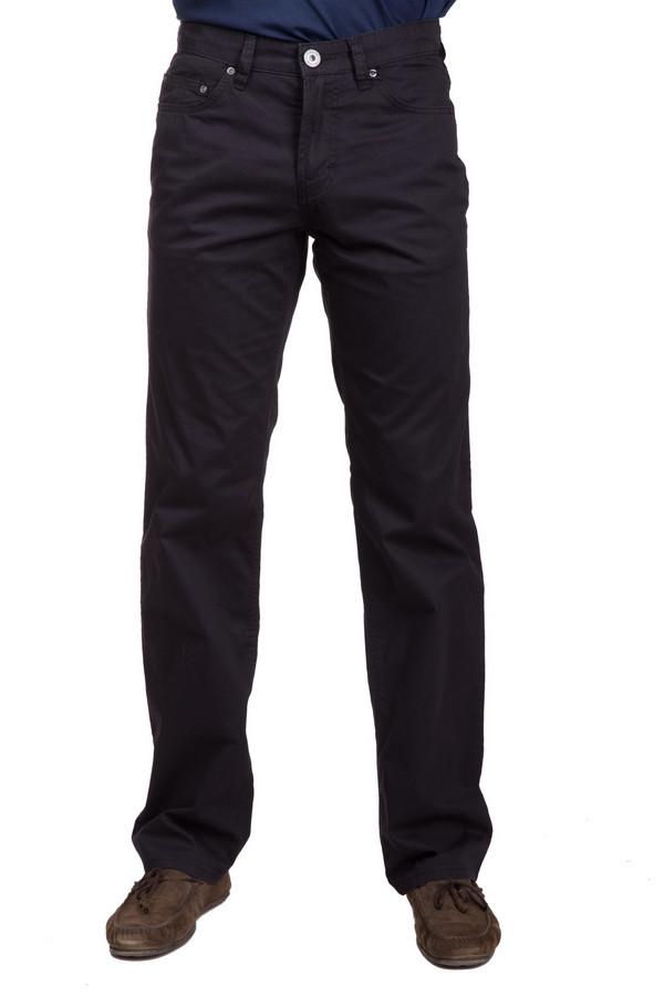 Брюки PezzoБрюки<br>Базовые мужские брюки от бренда Pezzo черного цвета. Это изделие было выполнено из натурального хлопка. Данная модель предназначена для демисезонного периода. Брюки сидят по фигуре. Дополнены задними и боковыми карманами. Стильное решение для офисного стиля. Также можно сочетать с поло или темными футболками.<br><br>Размер RU: 48<br>Пол: Мужской<br>Возраст: Взрослый<br>Материал: хлопок 100%<br>Цвет: Чёрный