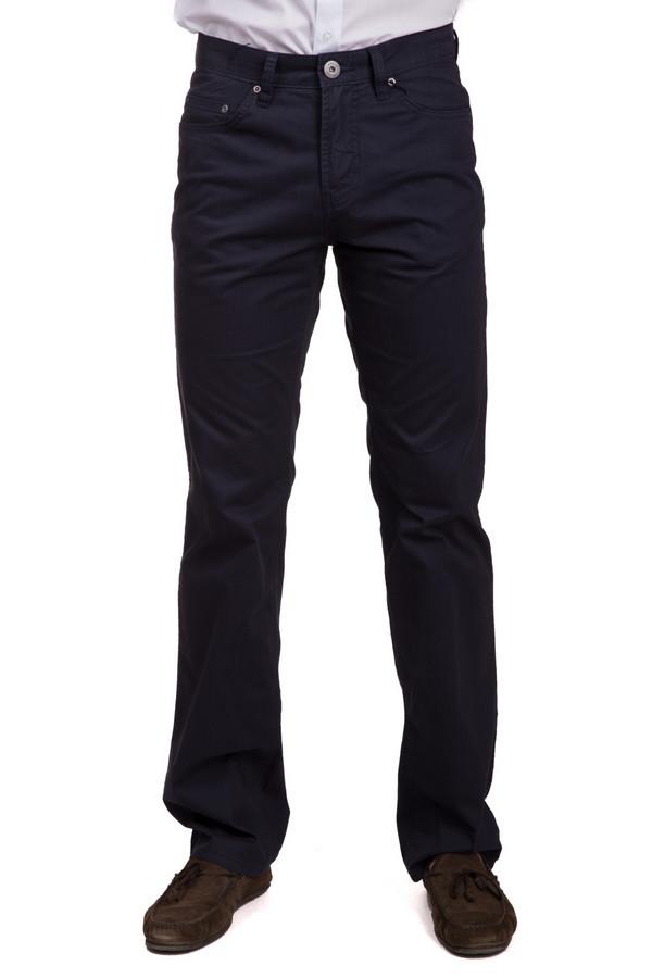 Брюки PezzoБрюки<br>Практичные мужские брюки от бренда Pezzo темного синего цвета. Данное изделие было выполнено из стопроцентного хлопка. Эта модель является демисезонной. Штаны средней посадки. Не облегают. Такая вещь подойдет для похода на работу. Хорошо сочетается как со строгими рубашками, так и с джемперами.<br><br>Размер RU: 52К<br>Пол: Мужской<br>Возраст: Взрослый<br>Материал: хлопок 100%<br>Цвет: Синий