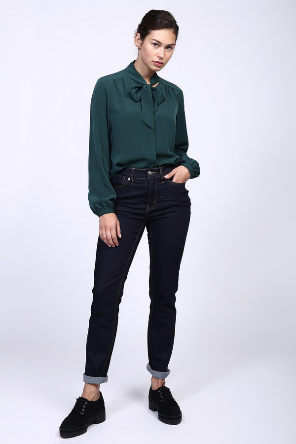 Джинсы PezzoДжинсы<br>Стильные женские джинсы от бренда Pezzo темного синего цвета. Данное изделие было изготовлено из эластана, полиэстера и хлопка. Эта модель является демисезонной. Штаны средней посадки. Сидят по фигуре. Подчеркивают линию бедер и талии. Хорошо сочетаются с объемным ярким верхом и обувью на танкетке или каблуке.<br><br>Размер RU: 48<br>Пол: Женский<br>Возраст: Взрослый<br>Материал: хлопок 92%, эластан 1%, полиэстер 7%<br>Цвет: Синий