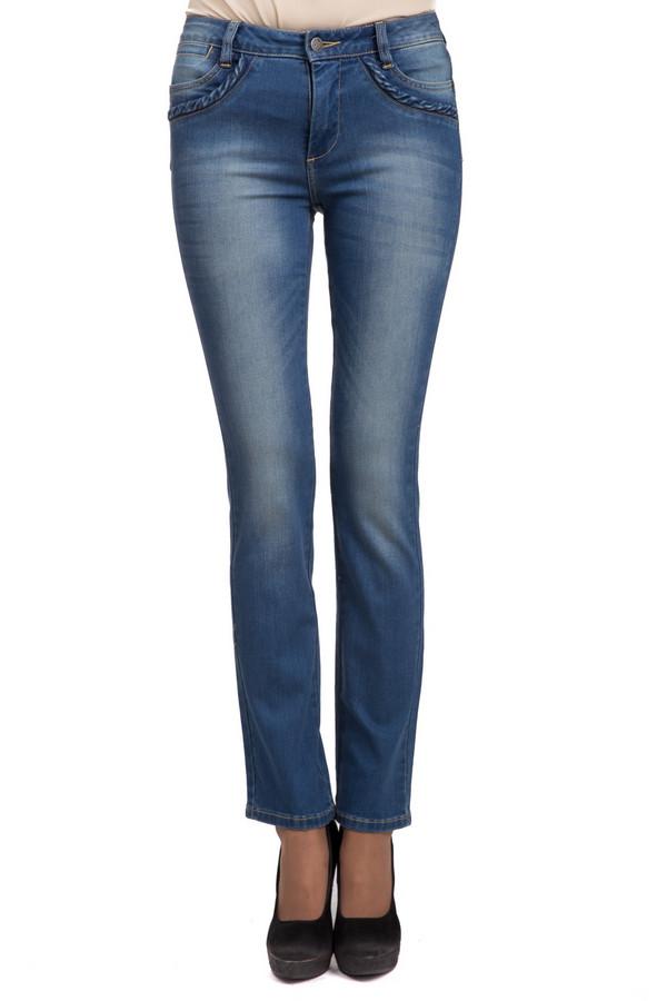 Джинсы Just ValeriДжинсы<br>Стильные женские джинсы Just Valeri светлого синего цвета. Данное изделие было изготовлено из хлопка, эластана и полиэстера. Такую модель можно носить в любое время года. Штаны низкой посадки. Облегают фигуру. Дополнены маленькими сердечками на задних карманах и потертостями. Хорошо подойдет тем, кому нравится романтичный стиль.<br><br>Размер RU: 40<br>Пол: Женский<br>Возраст: Взрослый<br>Материал: хлопок 92%, эластан 1%, полиэстер 7%<br>Цвет: Синий