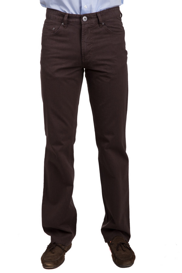 Брюки PezzoБрюки<br>Классические мужские брюки от бренда Pezzo коричневого цвета с бежевыми деталями. Данное изделие было изготовлено из натурального хлопка. Эту модель можно носить в любую пору года. Штаны свободного кроя. Дополнены удобными карманами и шлевками для ремня. Такие брюки придадут любому скучному образу оригинальности.<br><br>Размер RU: 48<br>Пол: Мужской<br>Возраст: Взрослый<br>Материал: хлопок 100%<br>Цвет: Бежевый