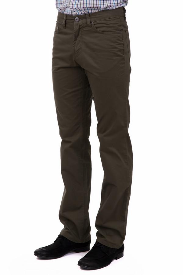 Брюки PezzoБрюки<br>Практичные мужские брюки Pezzo коричневого цвета. Изготавливаются они из чистого хлопка. Подходят для круглогодичной носки. Модель дополнена четырьмя функциональными карманами: парой спереди и парой сзади. Брюки прямого кроя уместны в деловом костюме и в повседневном использовании. Сочетаются с рубашками, свитерами и прочим.<br><br>Размер RU: 50К<br>Пол: Мужской<br>Возраст: Взрослый<br>Материал: хлопок 100%<br>Цвет: Коричневый